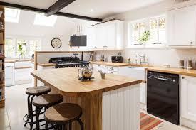 cuisine plan de travail bois massif 1001 modèles fascinants du duo cuisine blanche plan de travail bois
