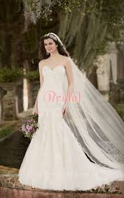 white lace mermaid wedding dress with sweetheart neckline and