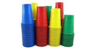piatti e bicchieri di plastica colorati 7 modi per riutilizzare o riciclare creativamente i bicchieri di