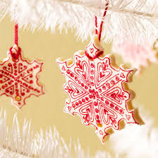 christmas decorations images 14 diy christmas decorations you ll have fun making