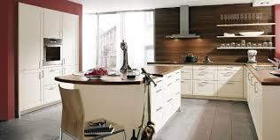 cuisine blanc et noyer beautiful cuisine blanche et noyer 2 cuisine vanille avec une