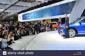 volkswagen japan tokyo japan 28th oct 2015 dr herbert diess ceo of volkswagen