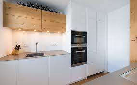 weiße küche mit holz küchen manufaktur weiße küche mit holz und edelstahl