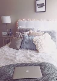 How To Spot Clean A Comforter Best 25 White Comforter Bedroom Ideas On Pinterest Apartment