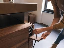 prise electrique pour cuisine cache prise électrique pour créer une unité déco dans la