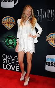 blake lively wears a white lace dolce u0026 gabbana dress at 2011