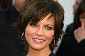 pictures of short layered hairstyles that flip out how to stop your hair from flipping up at the ends beautyeditor