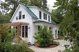 cottage design this traditional cottage design has 3 bedrooms in 1 112