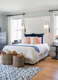 Cottage Themed Bedroom by Best 25 Farmhouse Master Bedroom Ideas On Pinterest Country
