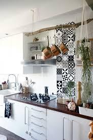 cuisine carreau ciment 19 idées pour une crédence adhésive imitation carreaux de ciment