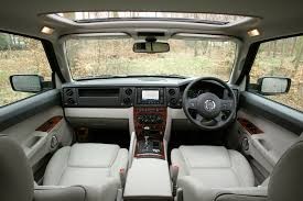 jeep commander station wagon review 2006 2009 parkers