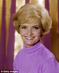 does florence henderson have thin hair florence henderson s own family was a far cry from the brady bunch