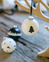 how to make stylish black and white glass baubles