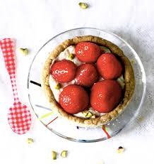pate sablée hervé cuisine tartelettes aux fraises pâte sablée à la pistache et crème à l