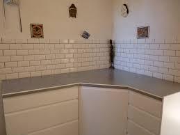 plan de travail carrelé cuisine carreler un plan de travail avec meubles de cuisine mont s puis
