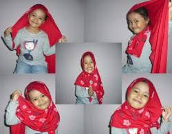 tutorial hijab pashmina untuk anak sekolah 30 tutorial hijab wisuda anak tk yang unik dan lucu hijabyuk com