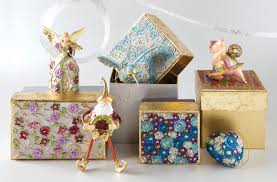 signature ornaments return to papyrus for the season