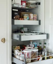 vorratsschrank küche auszüge im vorratsschrank ermöglichen optimale platznutzung