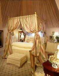 How To Decorate A Canopy Bed Canopy Bed Decorating Ideas Buythebutchercover Com