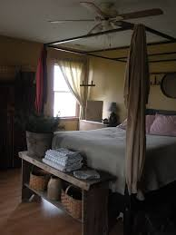 i love the bench at the foot of the bed i want one primitive