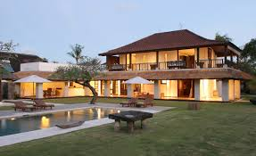 modern white large lago in garda luxury villas that can be decor