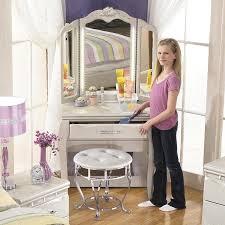 Zarollina Bedroom Set Desk U0026 Vanity Mirror In Silver Pearl Faux Gator Finish By