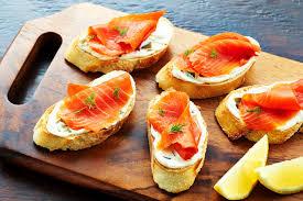 canap au saumon liste recette canapés au saumon fumé et au piment jalapeno