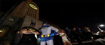 Batman Lights Los Angeles Lights Up City Hall With Batman Signal Entertainment