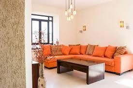 small living room decorating ideas hometone si tus paredes son blancas utiliza muebles de colores brillantes