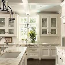 Antique White Kitchen Cabinets by Best 20 Off White Kitchen Cabinets Ideas On Pinterest Off White