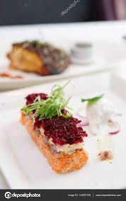 cuisine russe apéritif de hareng habillé plat de cuisine russe photographie