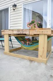 little bit funky another pallet project outdoor table from