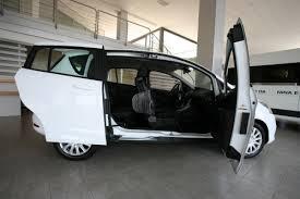 auto con porte scorrevoli allestimento su ford b max per il trasporto disabili con ribaltina