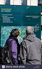 Map Of Glasgow Scotland Two Tourists Looking At A Map Of Glasgow City Centre Glasgow