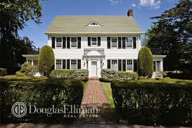 Clasic Colonial Homes Classic Colonial In Waterfront Enclave Of Douglaston Asks 2 225m