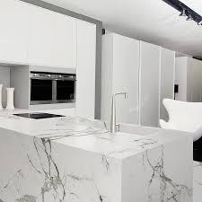 cuisine marbre blanc enchanteur plan de travail marbre blanc avec plan de travail atre et