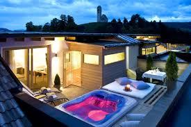 whirlpool im schlafzimmer wellness spa deluxe suite gartenhotel völserhof dolomiten