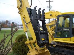 hydraulic thumb mt1850 installed on an excavator ht1850