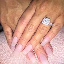 What Hand Does A Wedding Ring Go On by What Finger Does Your Engagement U0026 Wedding Ring Go On Kamdora