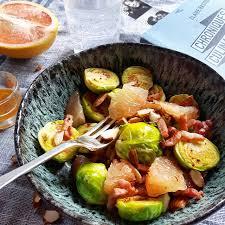 comment cuisiner des choux de bruxelles salade de choux de bruxelles lardons amandes pomélo gratinez
