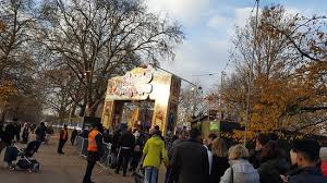 hyde park entrance queue picture of winter