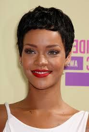 Frisuren F Kurze Haare Jungs by Rihanna Kurze Haare Eine Einfache Frisur Wie Einem Jungen