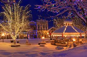 top 10 christmas light displays in us 10 best small towns for the holidays huffpost