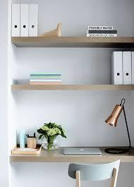 bureau pour gar輟n 16 idées déco et gain de place avec des étagères murales à