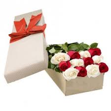 Roses In A Box 6 Red U0026 6 White Roses In A Box Raphael U0027s Gifts Philippines