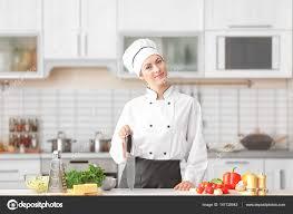 chef cuisine femme femme chef en cuisine photographie belchonock 147125543