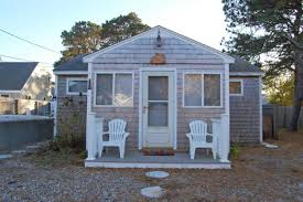 little cape cod cottage 5 minute walk to the beach