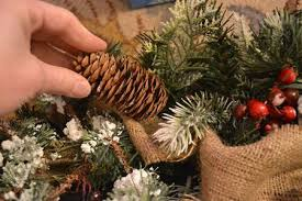 15 ways to make a pinecone garland guide patterns