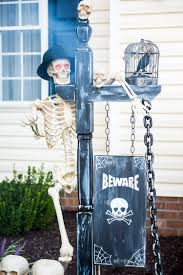 diy halloween trick or treat skeleton decorations skeleton