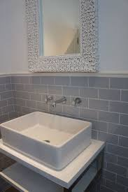 Grey Tile Bathroom by Best 10 Gray And White Bathroom Ideas Ideas On Pinterest